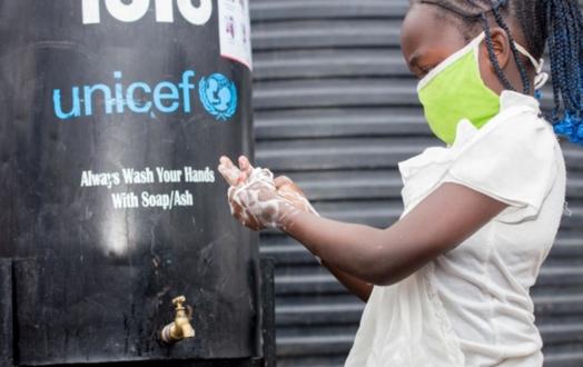 Le lavage des mains contribue à prévenir la propagation de la COVID-19. Donnez aux enfants tout ce dont ils ont besoin pour se laver les mains et se protéger.