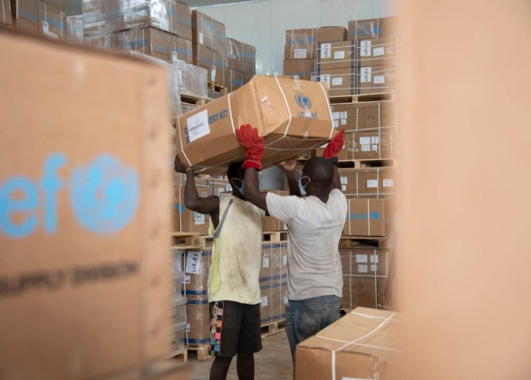 UNICEF staff and health worker unload medical supplies delivered by UNICEF at a hospital in Zulia province.